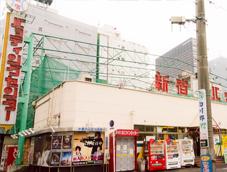 新宿バッティングセンター前(区役所通り)